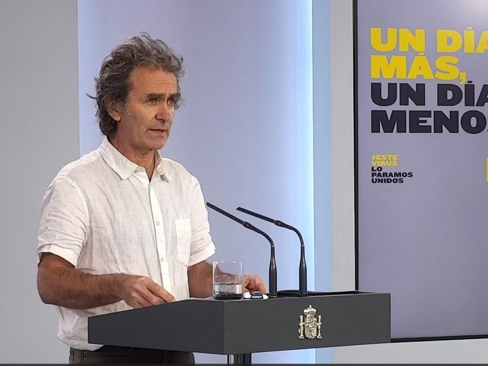 """Fernando Simón advierte a los jóvenes que se saltan normas """"Van a ir transmitiendo la enfermedad"""""""