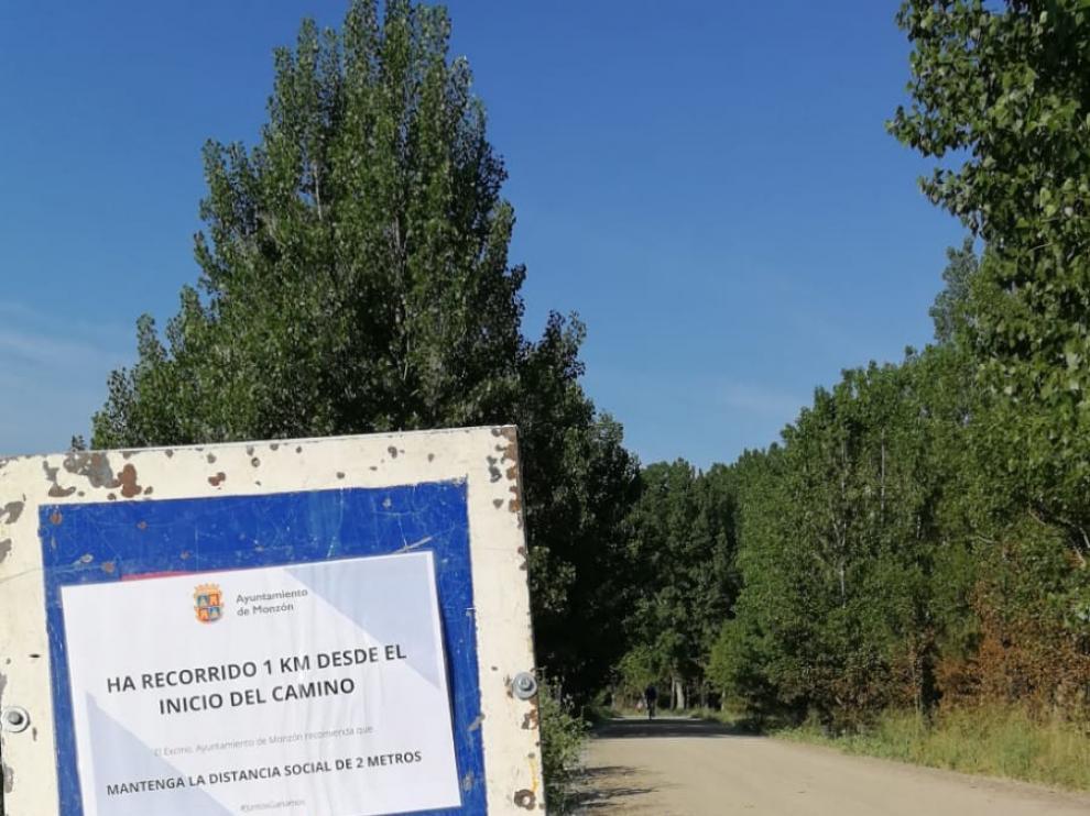 La Policía Local señaliza la distancia en 6 caminos en Monzón