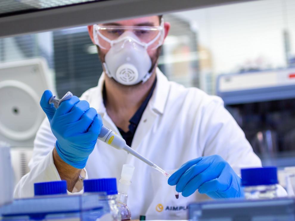 El número de muertos diarios por coronavirus repunta en España a 244 pero los contagios bajan a 685