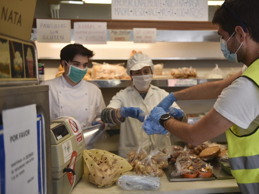 Reparto de kits de protección ante el coronavirus a los comercios oscenses