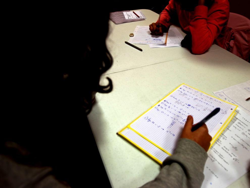 """Las familias ven varias """"lagunas"""" con el cierre de centros escolares"""