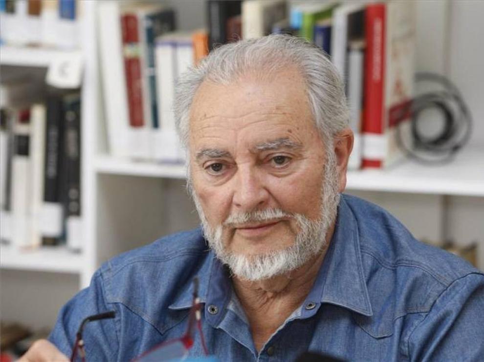 Julio Anguita, crítico en la UCI del Hospital Reina Sofía tras sufrir una parada cardíaca
