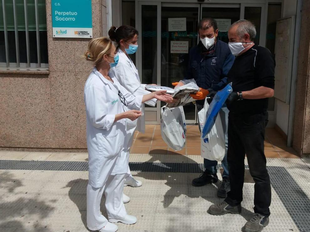 La profesión médica pide la dimisión de Ventura tras sus declaraciones sobre la fabricación de materiales de protección