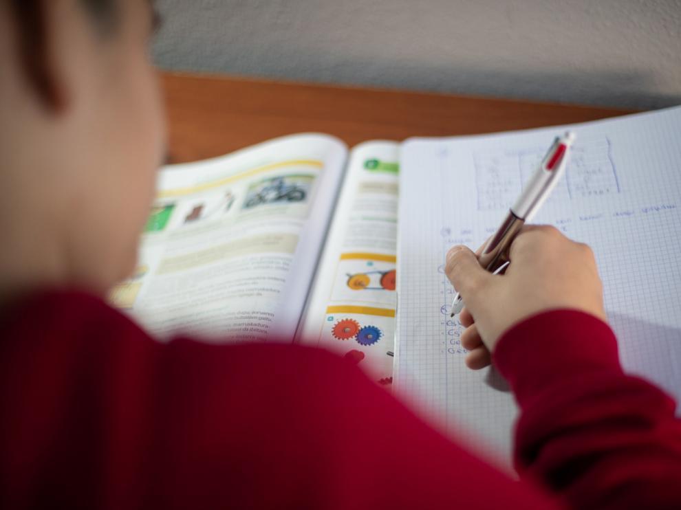 """Una encuesta de CCOO a 1.750 docentes """"suspende"""" a la Consejería con un 3,9"""