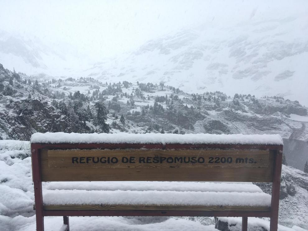 Vuelve la nieve al Pirineo y caen intensas lluvias en el Alto Aragón