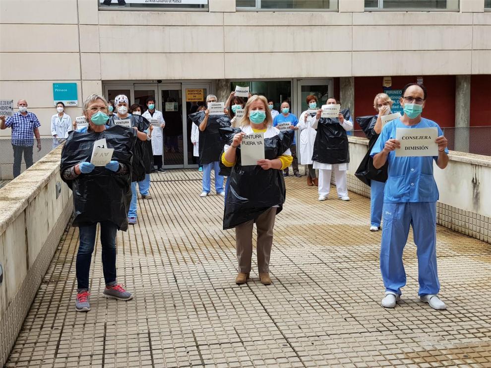 Los sindicatos sanitarios se concentran y piden el cese de Lambán por respaldar a Ventura