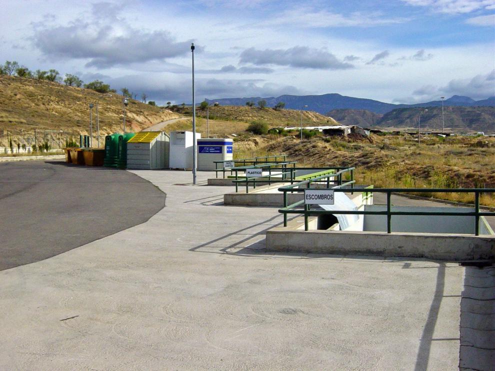 El punto limpio de Huesca recupera su horario habitual y las zonas de esparcimiento canino reabren el martes