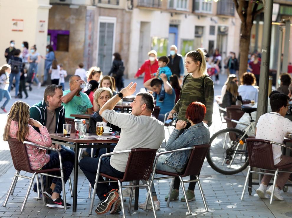 Ayuntamiento de Huesca y Asociación de Hostelería acuerdan limitar el horario de las terrazas hasta las 11 de la noche