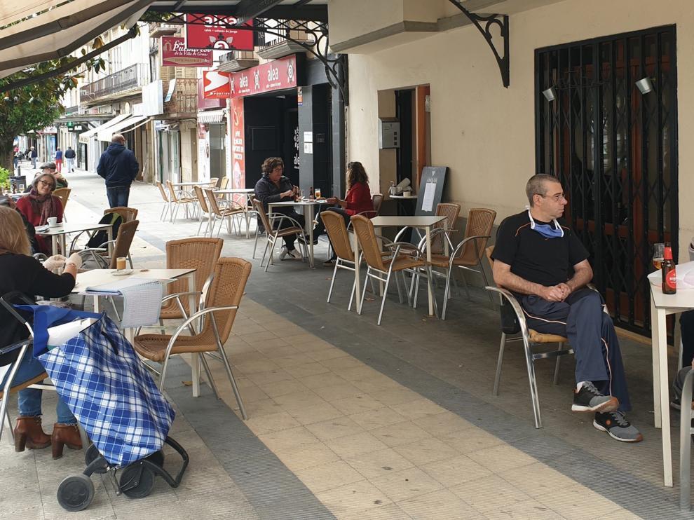 La apertura de la inmensa mayoría del comercio local anima calles y plazas de la provincia