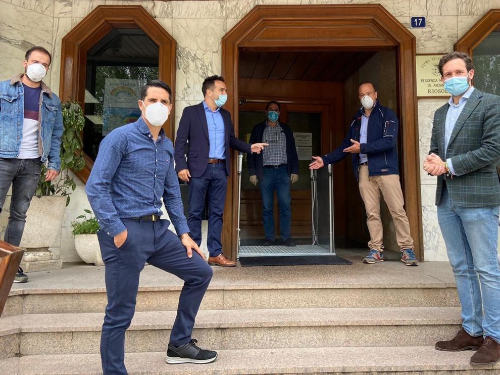La residencia Riosol de Monzón cuenta desde este lunes con una pasarela de desinfección