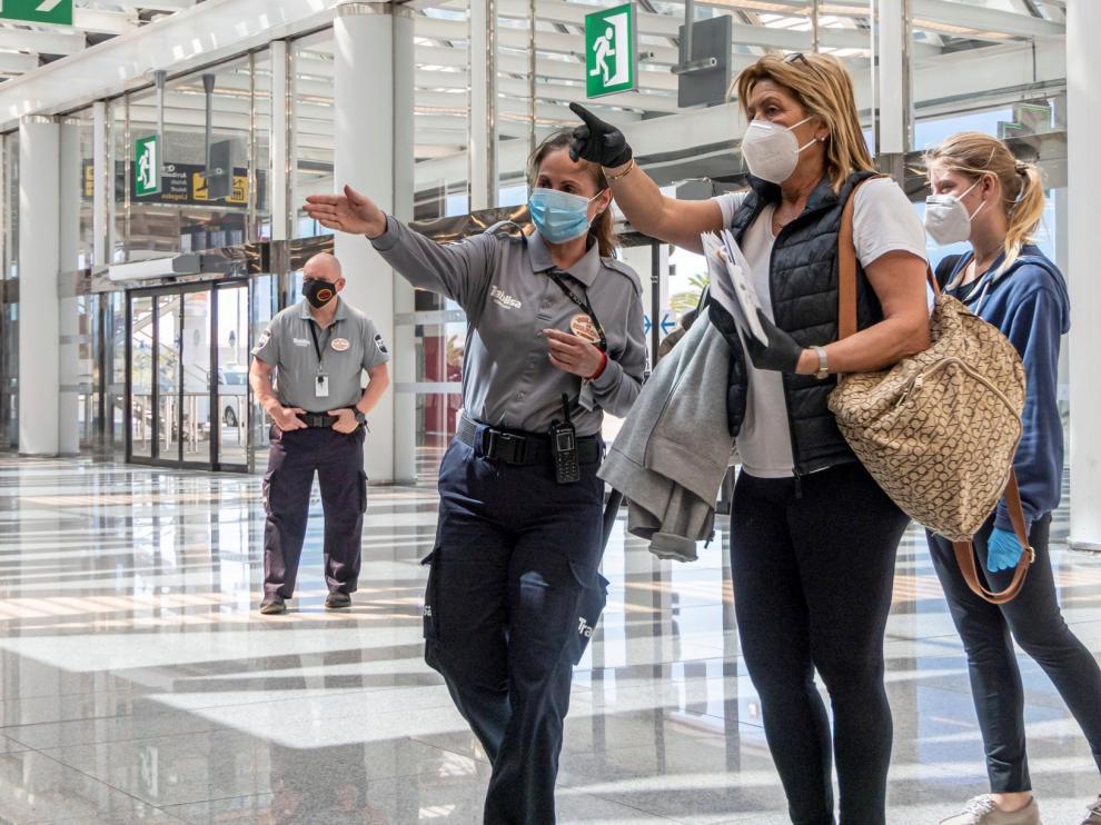 España obligará a guardar cuarentena de 14 días a viajeros internacionales a partir del 15 de mayo