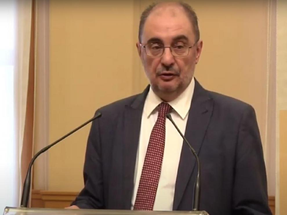 El presidente de Aragón, Javier Lambán, recibe el alta hospitalaria