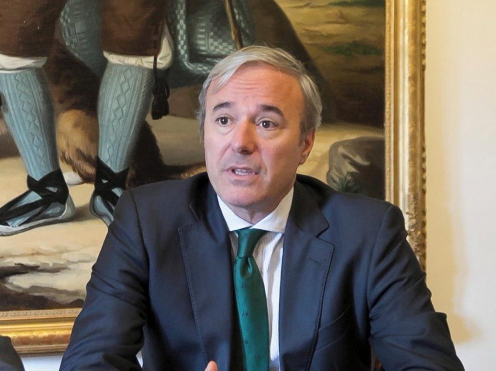 """Azcón pide un """"nuevo marco financiero"""" para los ayuntamientos"""