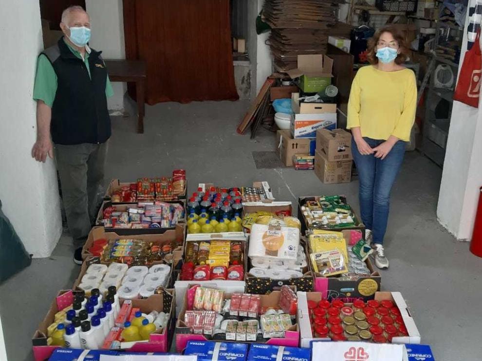 La Biblioteca de Graus dona a Cáritas alimentos y productos de higiene