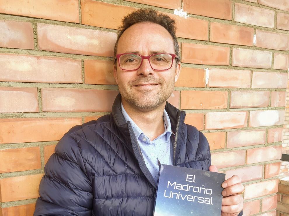 """Carlos Cabot: """"El libro tiene un mensaje de amor, unidad y fuerza ante las adversidades"""""""