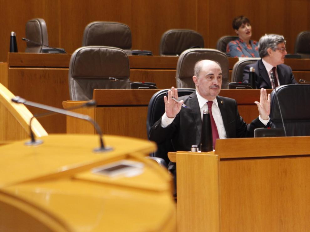 """Lambán reprocha al PP su """"gatillo"""" para pedir ceses cuando no los practica"""