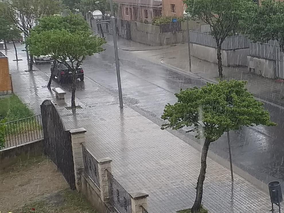 Una fuerte tormenta descarga 45 litros de agua por metro cuadrado en Barbastro
