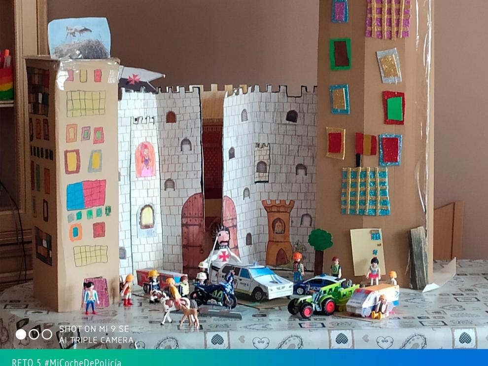 La creatividad de los niños de Monzón en el reto #MiCocheDePolicía