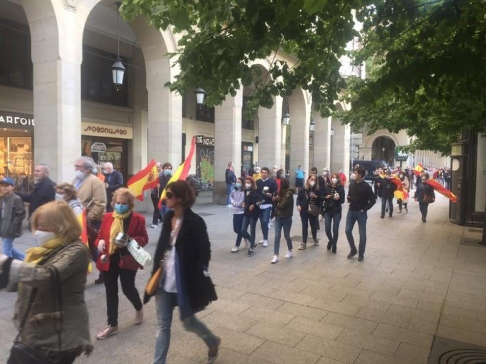 Varios centenares de personas piden la dimisión de Pedro Sánchez en Zaragoza