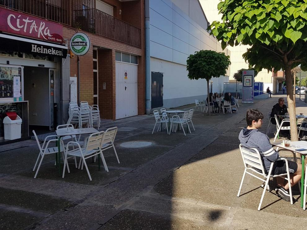 Las distancias en las terrazas de los bares provocan dudas en Fraga