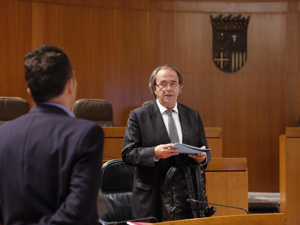Las Cortes instan a que el BEI financie a empresas aragonesas