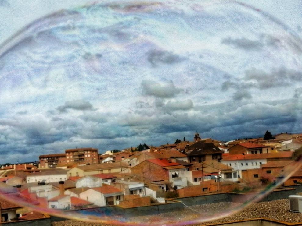 """""""Solidaridad"""" y """"El pueblo en una burbuja"""", mejores fotos desde las ventanas"""