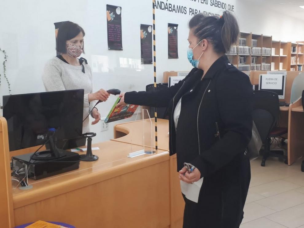 Sabiñánigo abre su biblioteca para dejar y devolver fondos