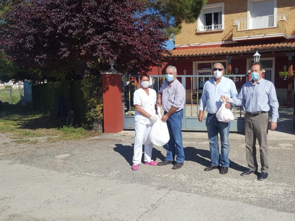 Ganaderos solidarios de Uaga-Coag donan 12 corderos a entidades sociales de Huesca