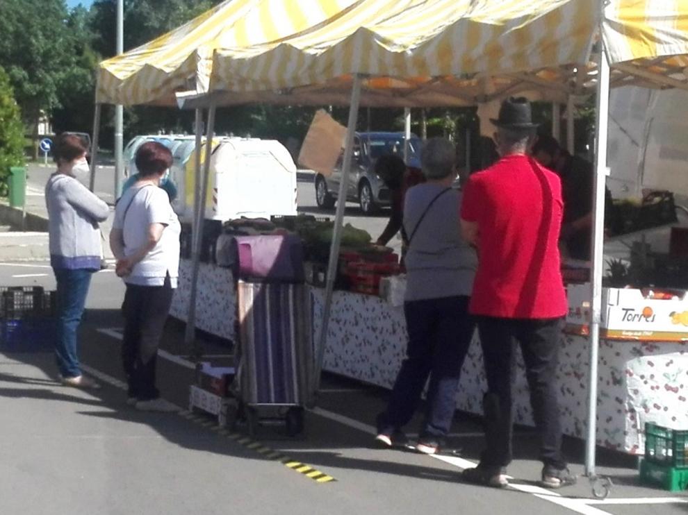 Reabre el mercadillo de los jueves en Sabiñanigo con puestos de alimentación