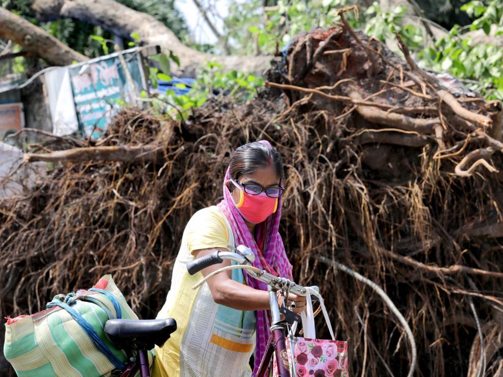 El ciclón 'Amphan' deja un cenentar de muertos y graves daños en el noreste de India y en Bangladesh