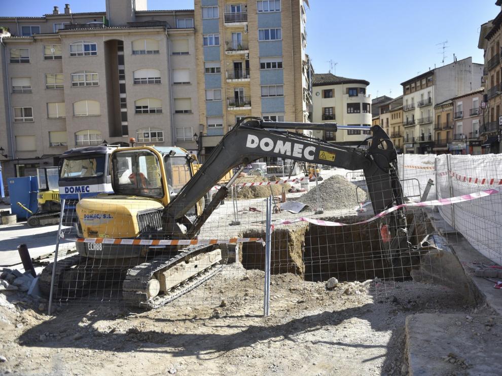 Las excavaciones de Santo Domingo destapan varias tumbas y un sillar