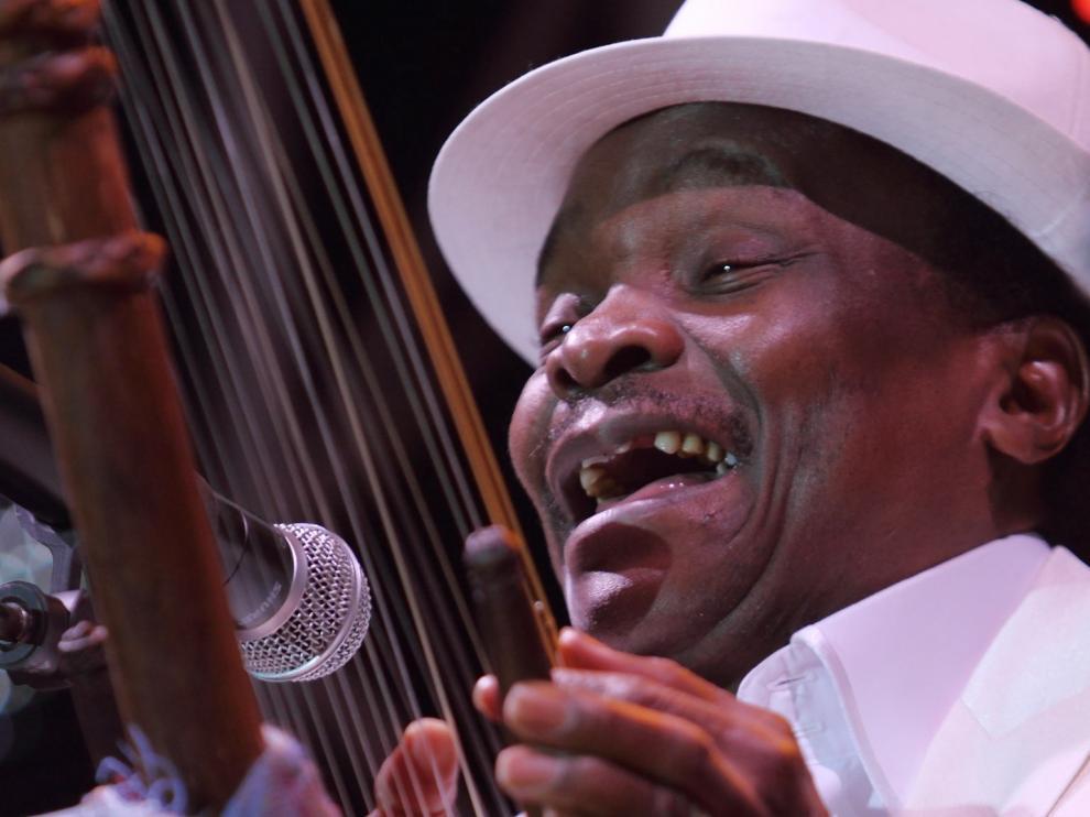 """Fallece Mory Kanté, el cantante guineano conocido como el """"griot eléctrico"""""""