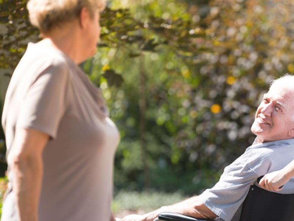 La pandemia revela la necesaria profesionalización del cuidado a mayores