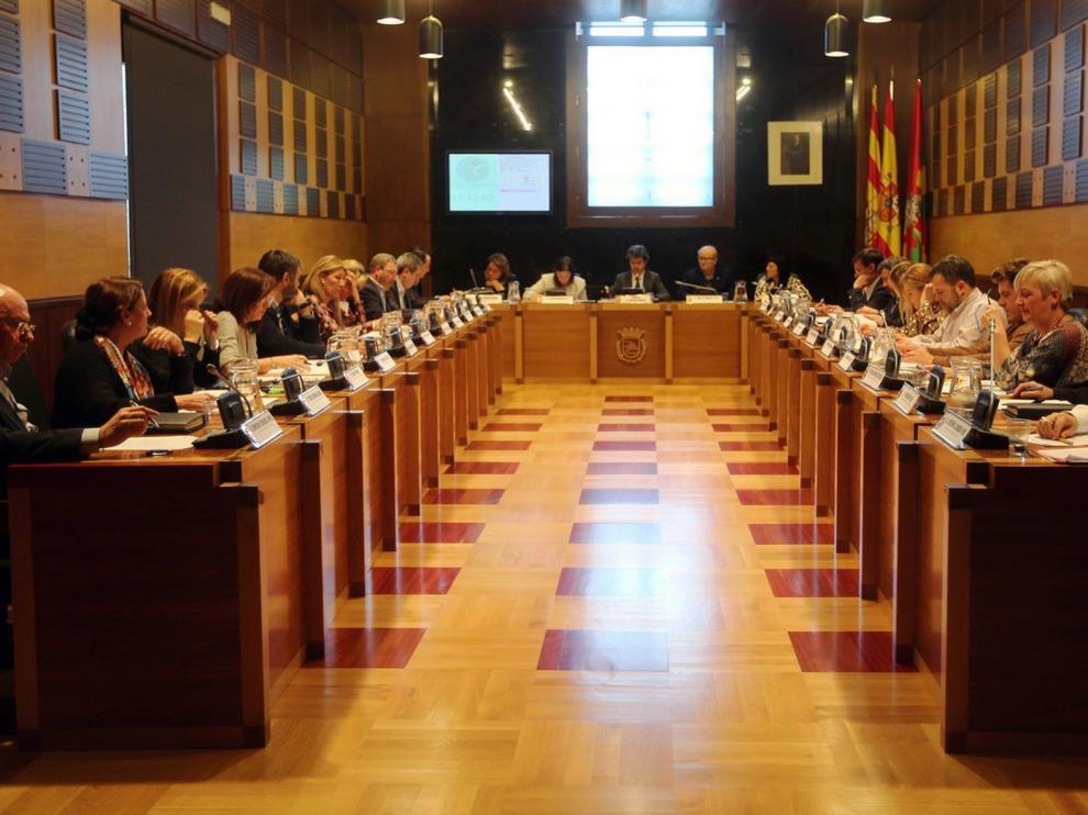 El Ayuntamiento de Huesca se compromete a remunicipalizar limpieza viaria para sacar adelante el Plan Económico