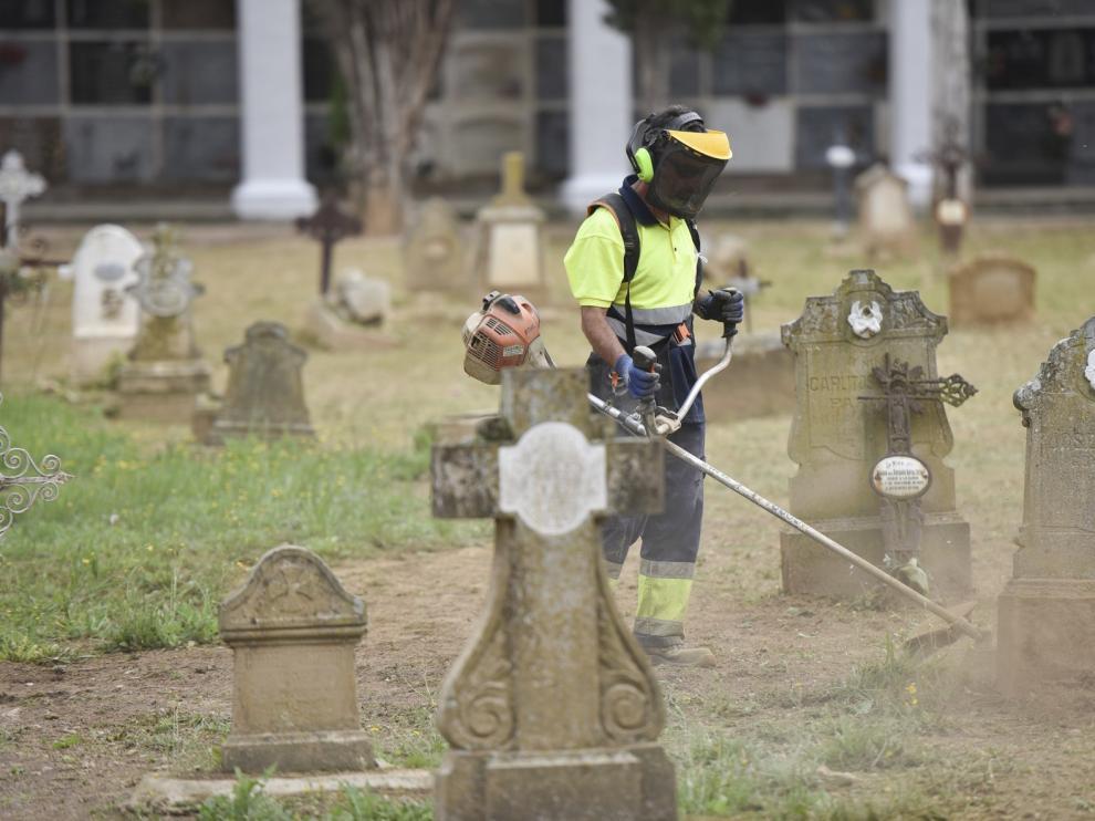 Visitas masivas al cementerio de Huesca