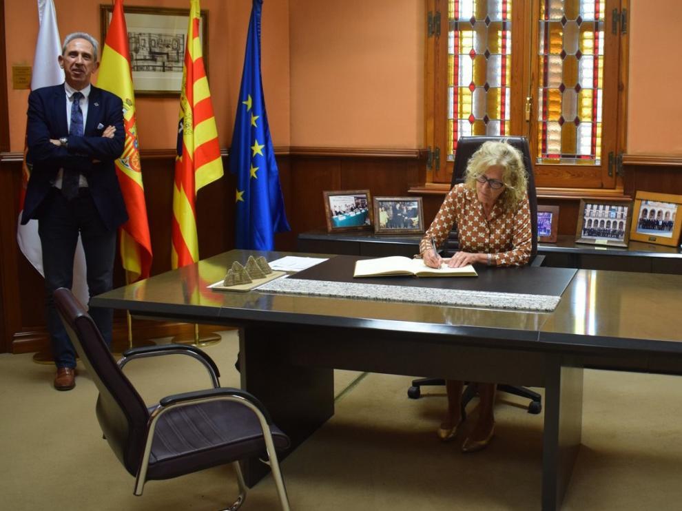 La nueva subdelegada del Gobierno se reúne con los representantes de Ceos
