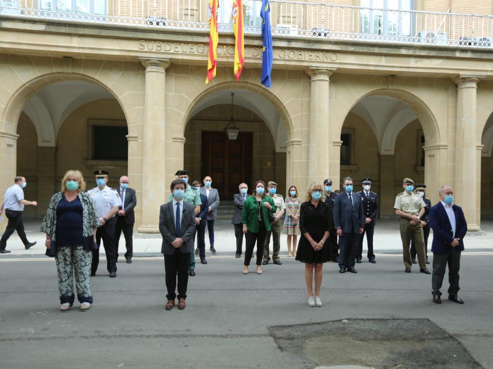 Las instituciones guardan un minuto de silencio en la provincia de Huesca por los fallecidos por la pandemia de coronavirus