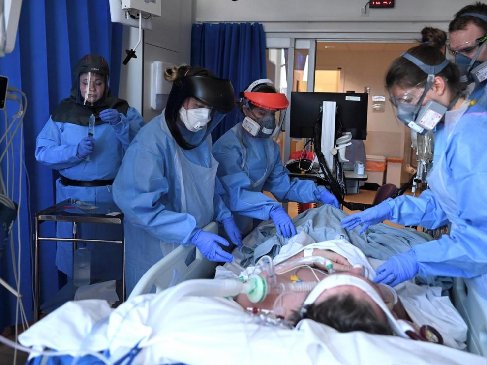 El 21 % de los pacientes ingresados con coronavirus ha fallecido, según un registro de los internistas