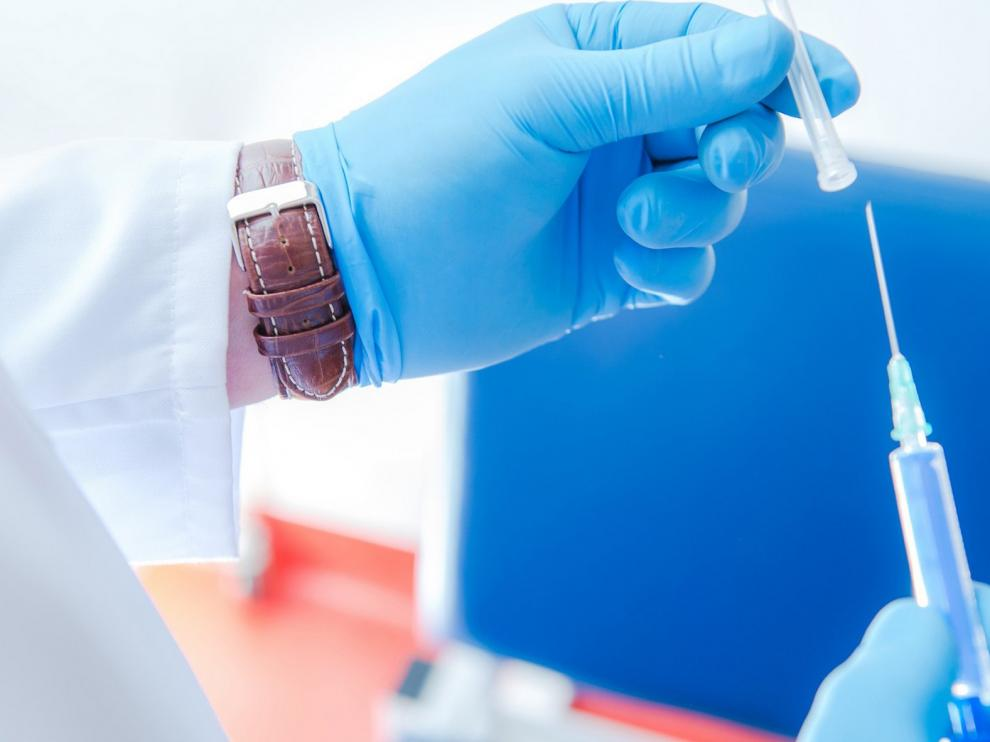 La industria prueba en humanos 10 vacunas