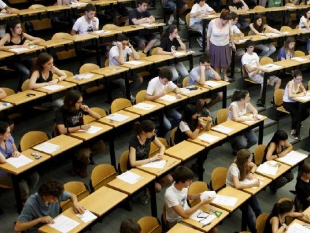 La DGA propone una rebaja en las tasas de la matrícula universitaria