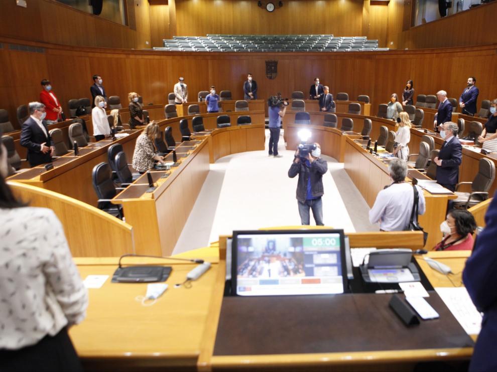 Las Cortes reclaman un plan de activación del turismo