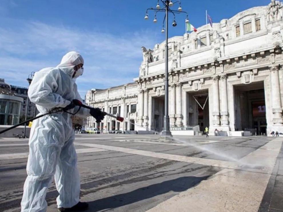Italia cifra por debajo de 500 los pacientes en la UCI