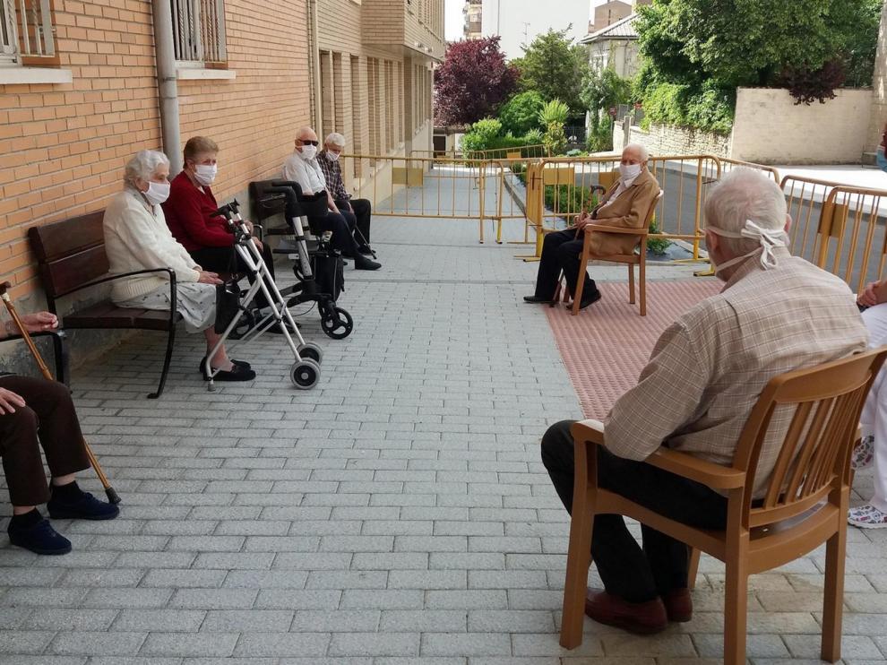 Habilitan una nueva zona de paseo en la residencia Valles Altos de Sabiñánigo
