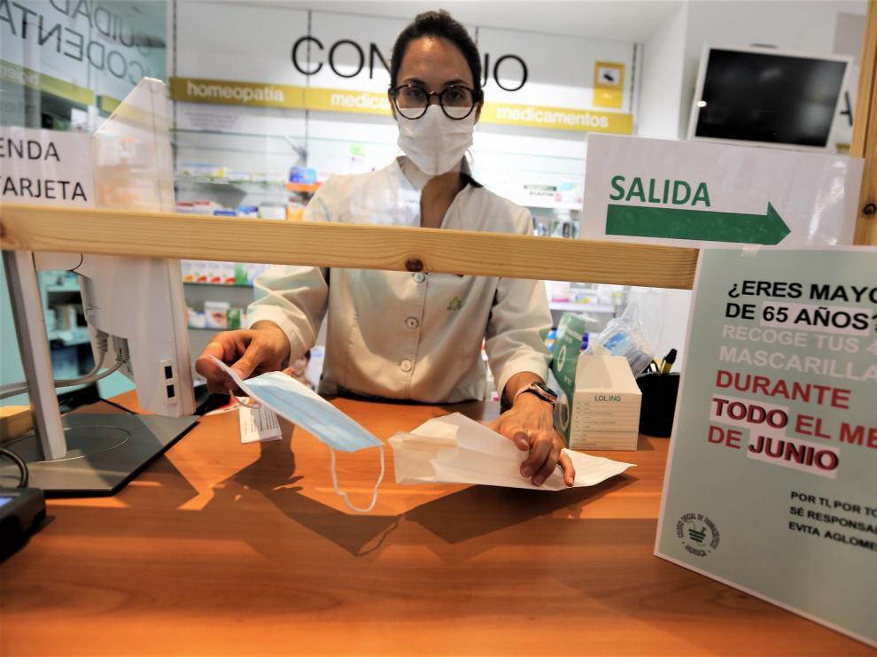 Las farmacias de Huesca, listas para dar las mascarillas higiénicas