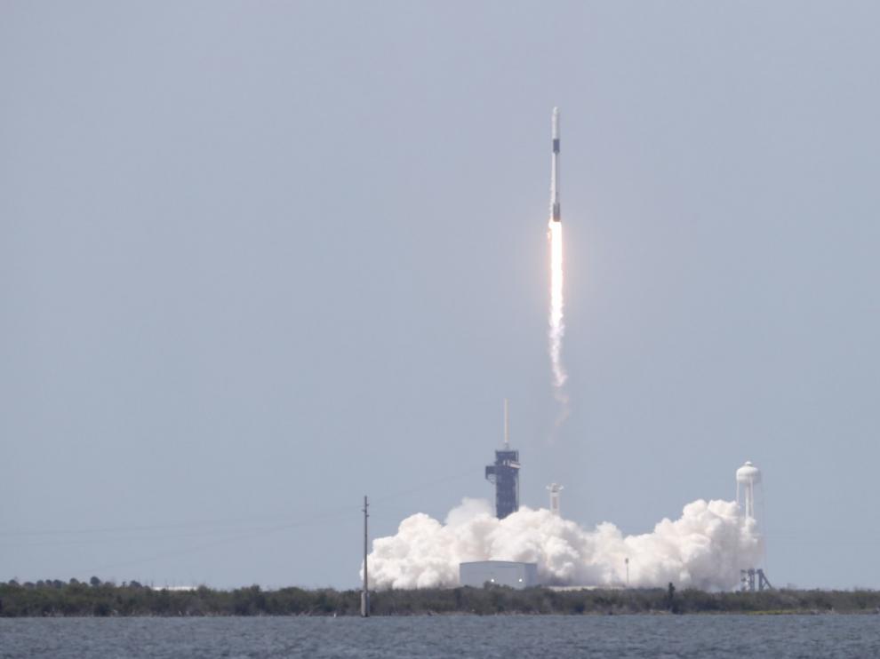 Despega el primer vuelo espacial tripulado de EE.UU. en nueve años