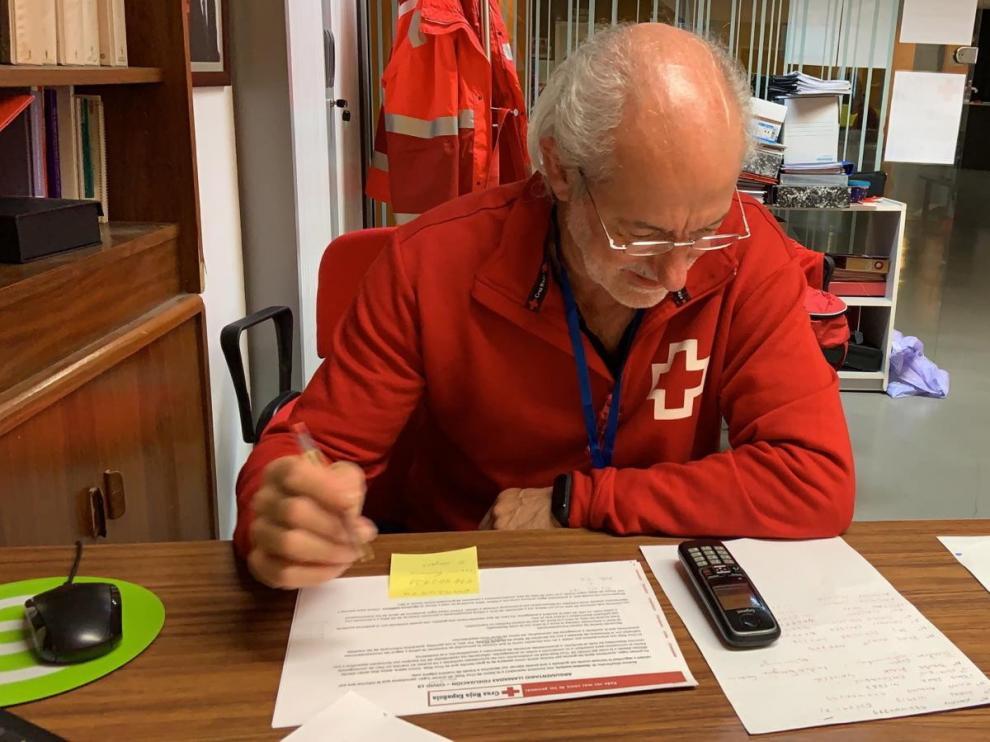 """Julio Peinado, voluntario de Cruz Roja Monzón: """"Sobre todo es sentirte realizado al hacer cosas por los demás"""""""