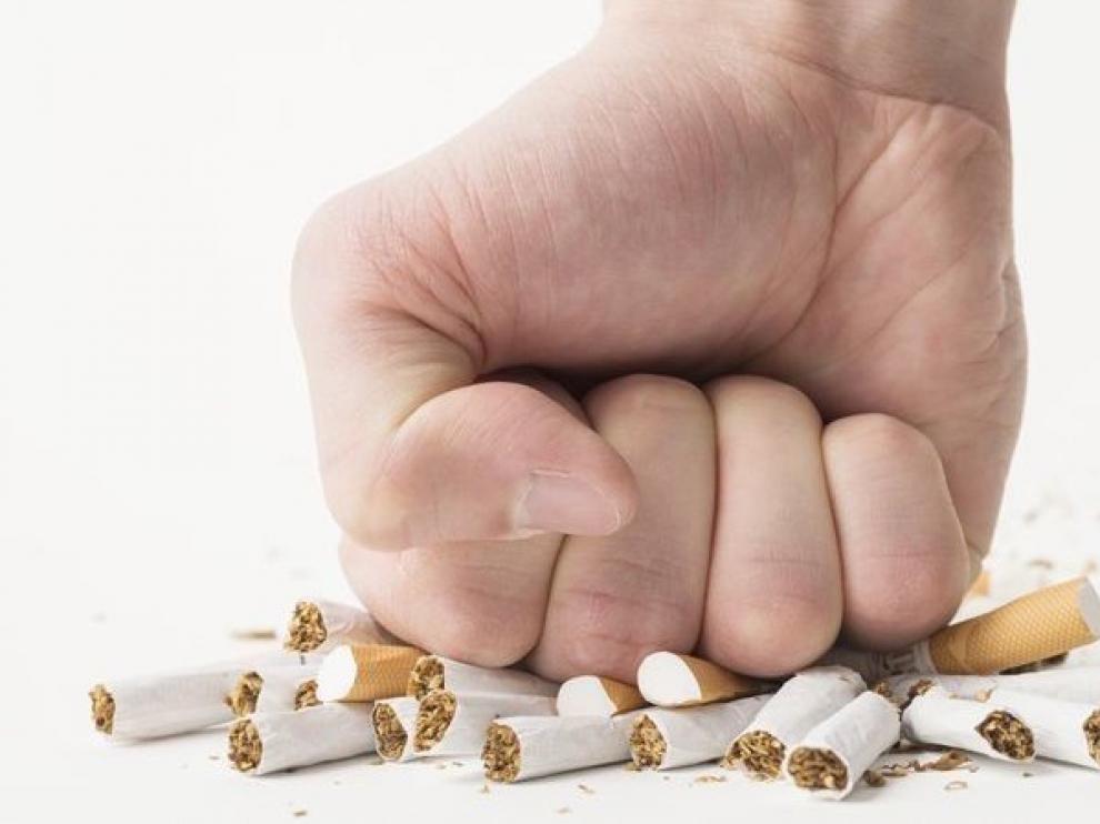 """El tabaco """"ata y te mata"""" y empeora síntomas del coronavirus, recuerda Sanidad"""
