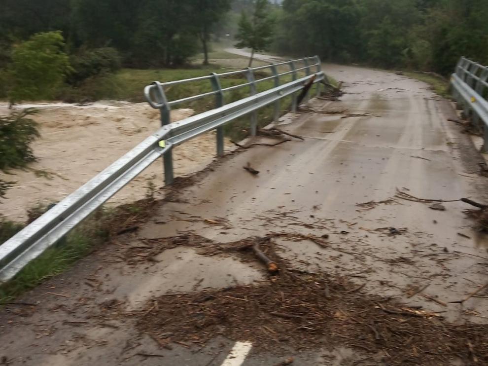 Las tormentas dejan media hora incomunicada la pedanía jaquesa de Atarés