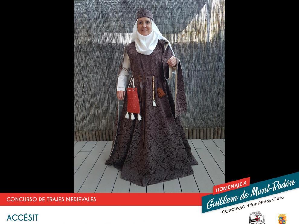 Un caballero medieval listo para la lucha, ganador de #YomeVistoenCasa en Monzón