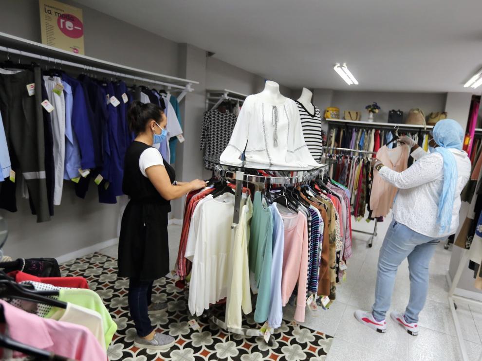 Las tiendas de ropa y muebles de Carinsertas vuelven a abrir